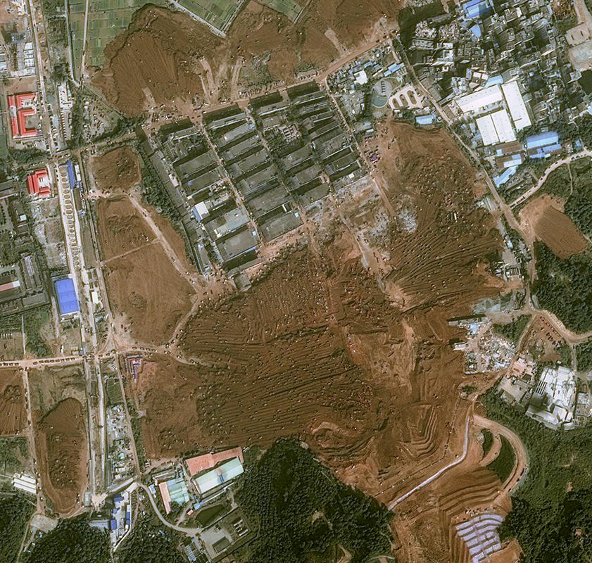 Kenampakan Excavator Pada Bencana Tanah Longsor Menggunakan citra Pleiades