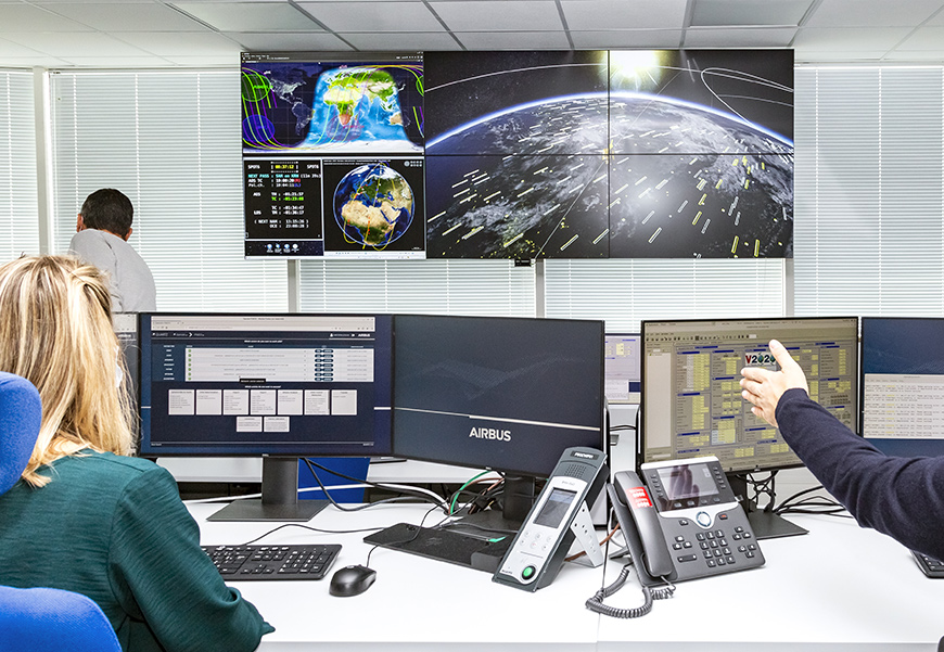 Centre Control Pléiades Neo Satellite