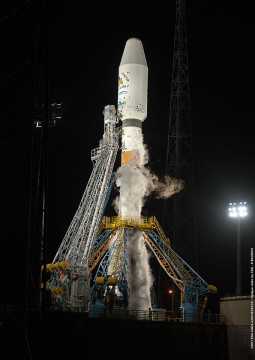 The gantry slides back and frees the pad for Soyouz launch © CNES 2011