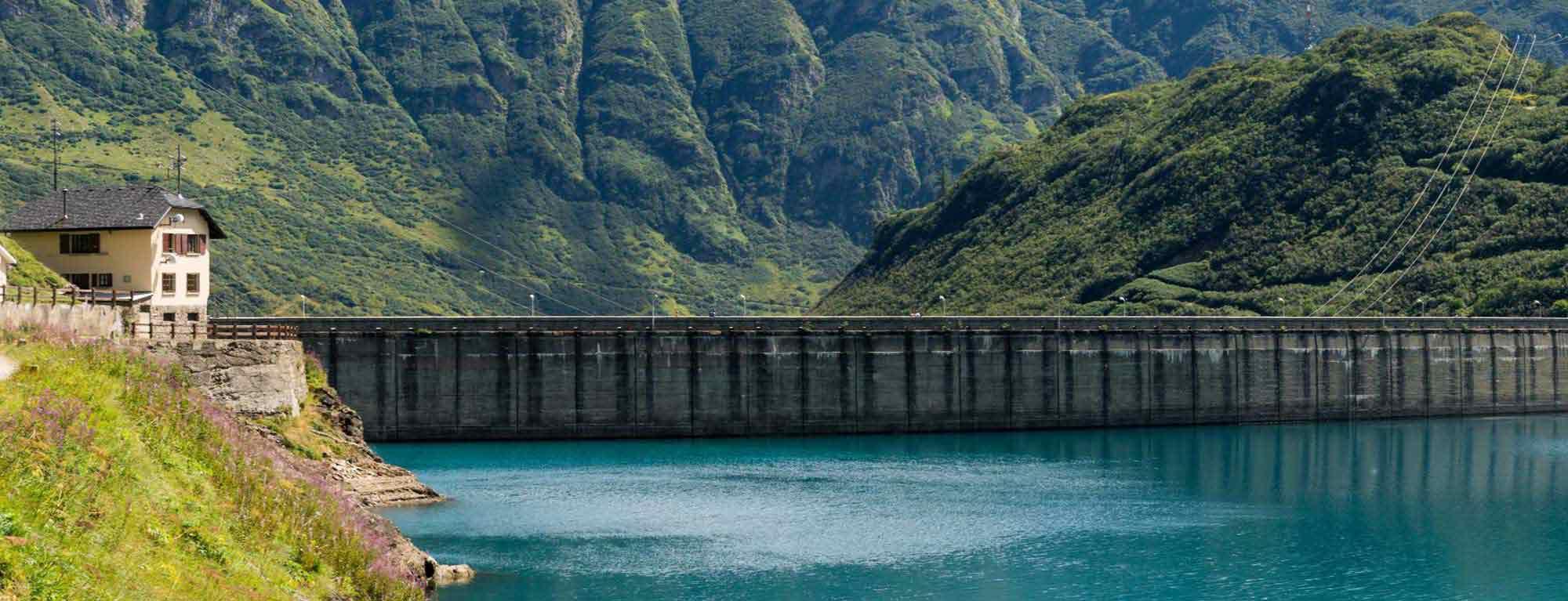 Dam of a hydroelectric reservoir