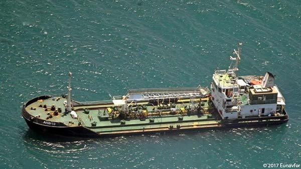 Oil tanker on open ocean - Defence case study Pléiades