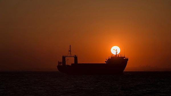 Oil tanker by sunset - Defence case study Pléiades