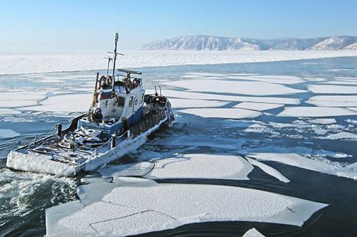 Ship navigating - Northwest Passage