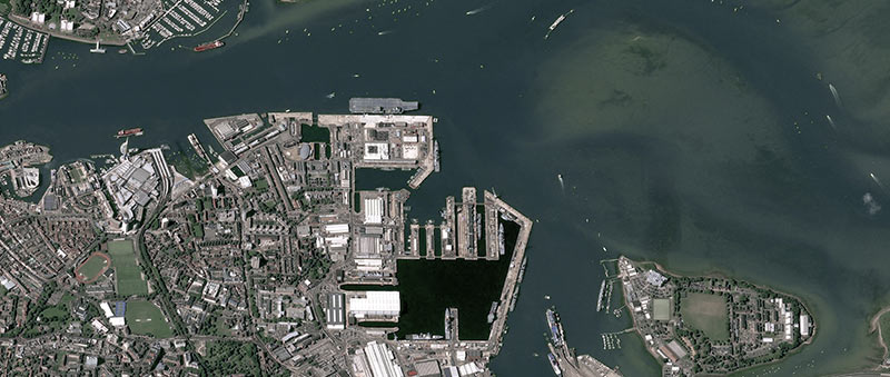 HMS Queen Elizabeth - Pléiades image