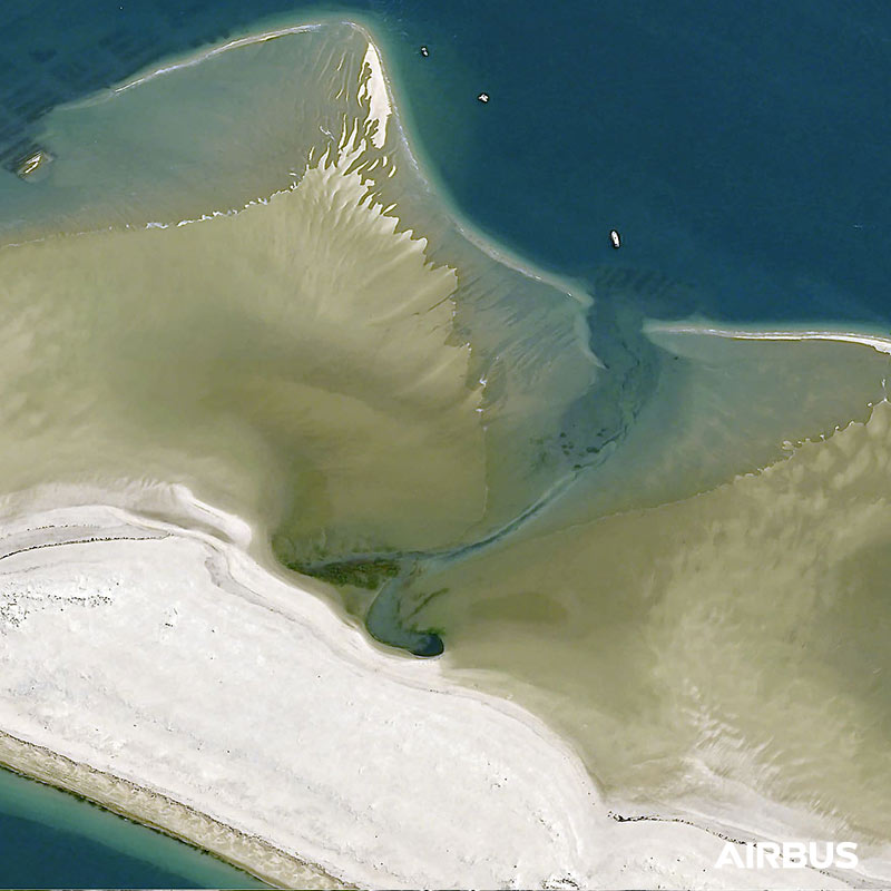 Dune du Pilat, Arcachon Bay area in France at 30cm resolution by Pléiades Neo 4 satellite, copyright Airbus DS 2021